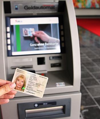Geld abheben mit dem Personalausweis per Online-Ausweisfunktion
