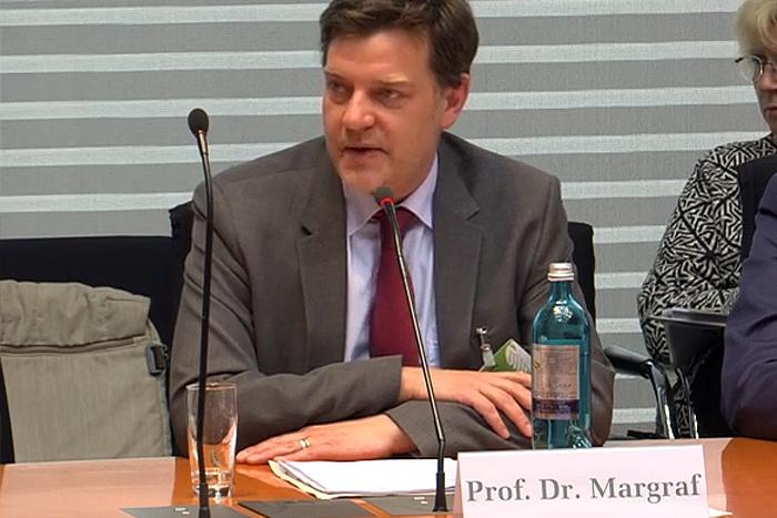 Prof. Dr. Marian Margraf von der Freien Universität Berlin bei der Sachverständigen-Anhörung des Innenausschusses