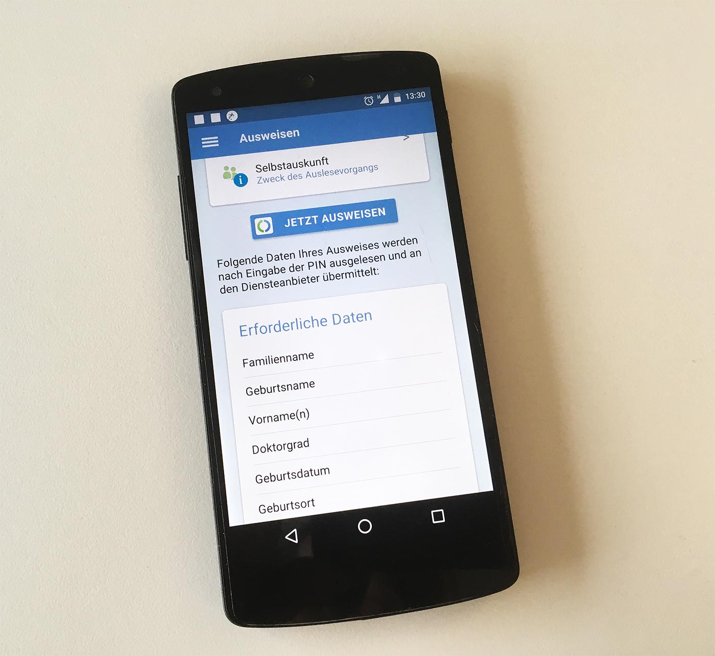 AusweisApp mobil auf einem Android-Smartphone geöffnet zur mobilen Verwendung der eID-Funktion (Online-Ausweisfunktion)